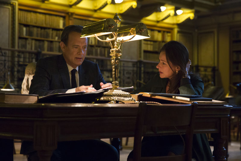 Sinskey (Sidse Babett Knudsen) and Robert Langdon (Tom Hanks) analyze Dante's text in Columbia Pictures' INFERNO.