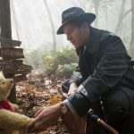"""Christopher Robin""; nostálgico regreso de Disney a Winnie the Pooh y amigos que se pierde por su indefinición y falta de alma"