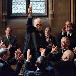 """""""El instante más oscuro""""; Wright construye su biopic sobre Churchill desde su elegante manierismo, regalando un portentoso one man show a Gary Oldman"""