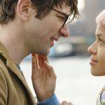 """""""Y nadie más que tú""""; romance que se pierde en su indefinición entre los clichés del melodrama y el cínico humor"""