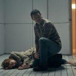 """""""10×10""""; funcional y poco memorable thriller en espacio cerrado salvado sólo por la entrega interpretativa de Luke Evans y Kelly Reilly"""