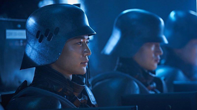 """""""Illang: La brigada del lobo""""; Kim Jee-woon junto a Netflix da su primer tropiezo como cineasta en esta liosa y abigarrada distopía basada en el manga de Mamoru Oshii"""