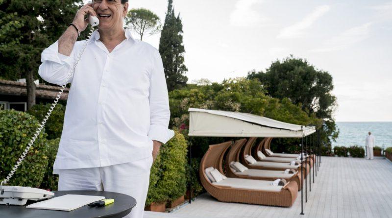 """""""Silvio (y los otros)""""; Sorrentino construye desde la parodia y la irónica admiración el imaginario tras una de las figuras más polémicas de la política"""