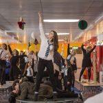 """""""Ana y el apocalipsis""""; zombies, musical y Navidad mezclados con clichés habituales de la comedia teen para ofrecer una de las cintas de género más disfrutonas de la temporada"""