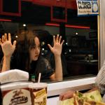 """""""Mona Lisa and the Blood Moon""""; Amirpour ofrece su película más ligera entre los suburbios de Nueva Orleans"""
